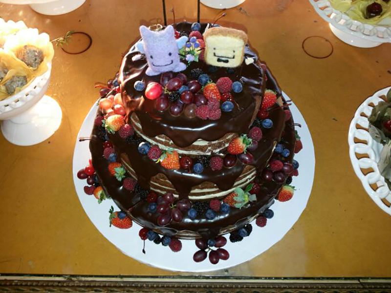 Naked Cake 3 andares com calda de chocolate 1